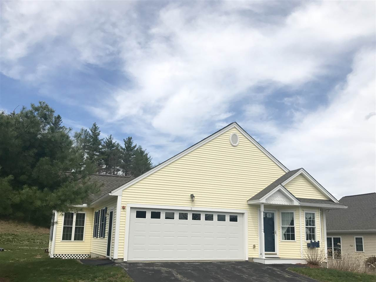 Litchfield NH Condo for sale $List Price is $270,000