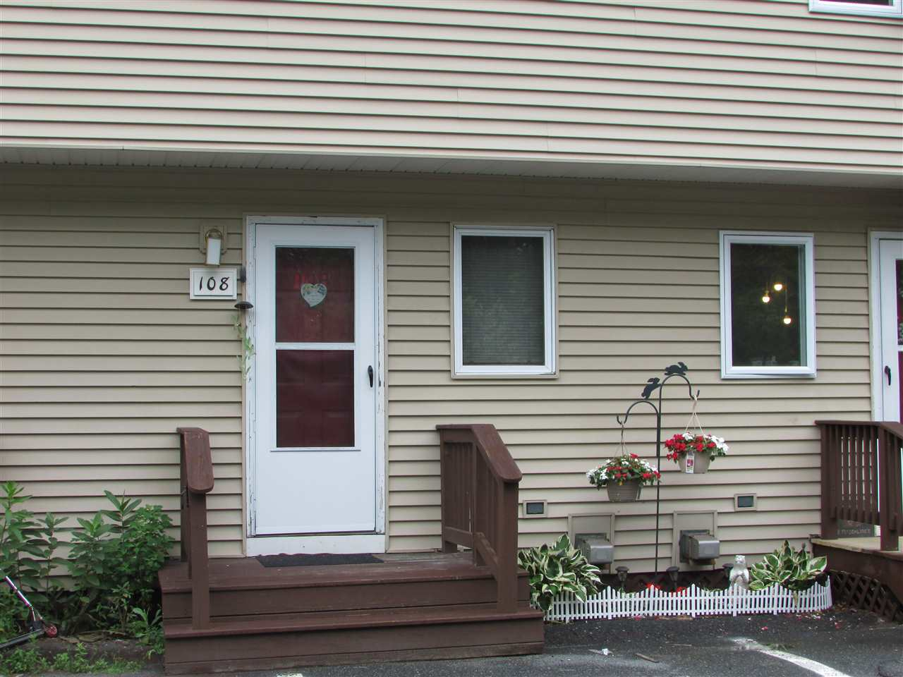 LEBANON NH Condo for sale $$88,500 | $108 per sq.ft.