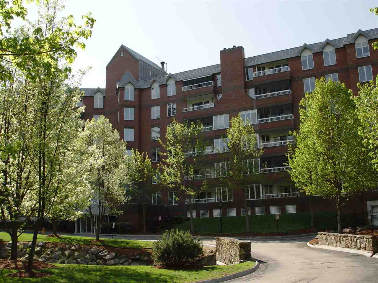 Manchester NH Condo for sale $List Price is $278,900