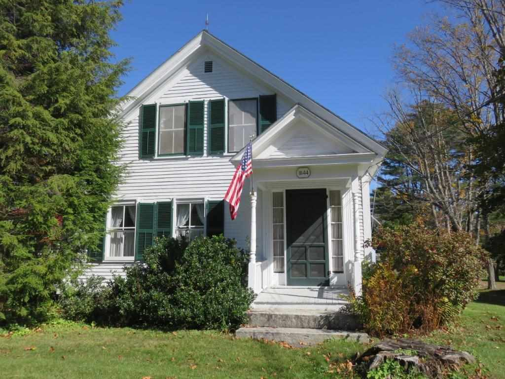 CANAAN NH Home for sale $$249,900 | $98 per sq.ft.