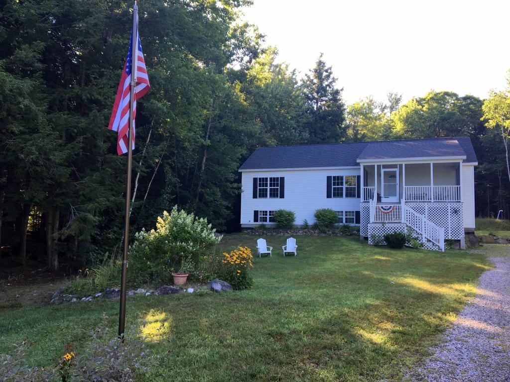 VILLAGE OF MELVIN VILLAGE IN TOWN OF TUFTONBORO NH NHHouses for sale $235,000