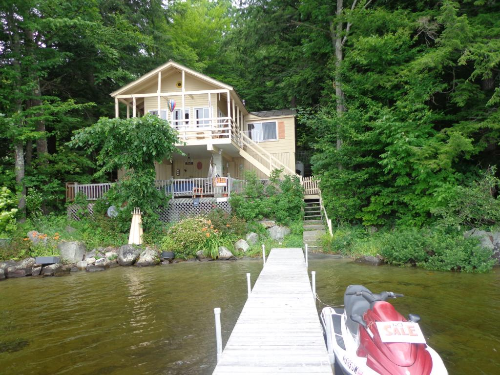 ENFIELD NH Lake House for sale $$259,000 | $300 per sq.ft.