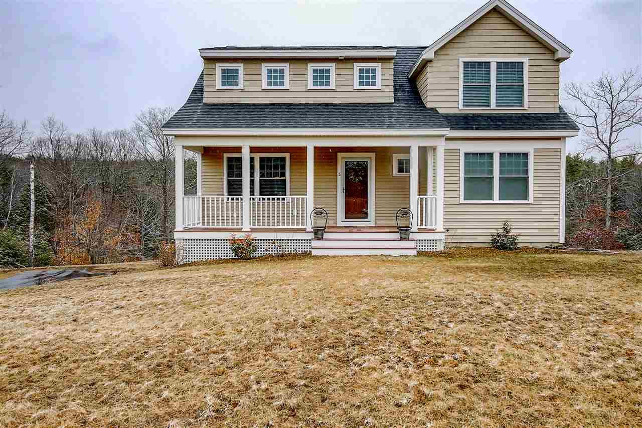 SANDOWN NH Home for sale $369,900