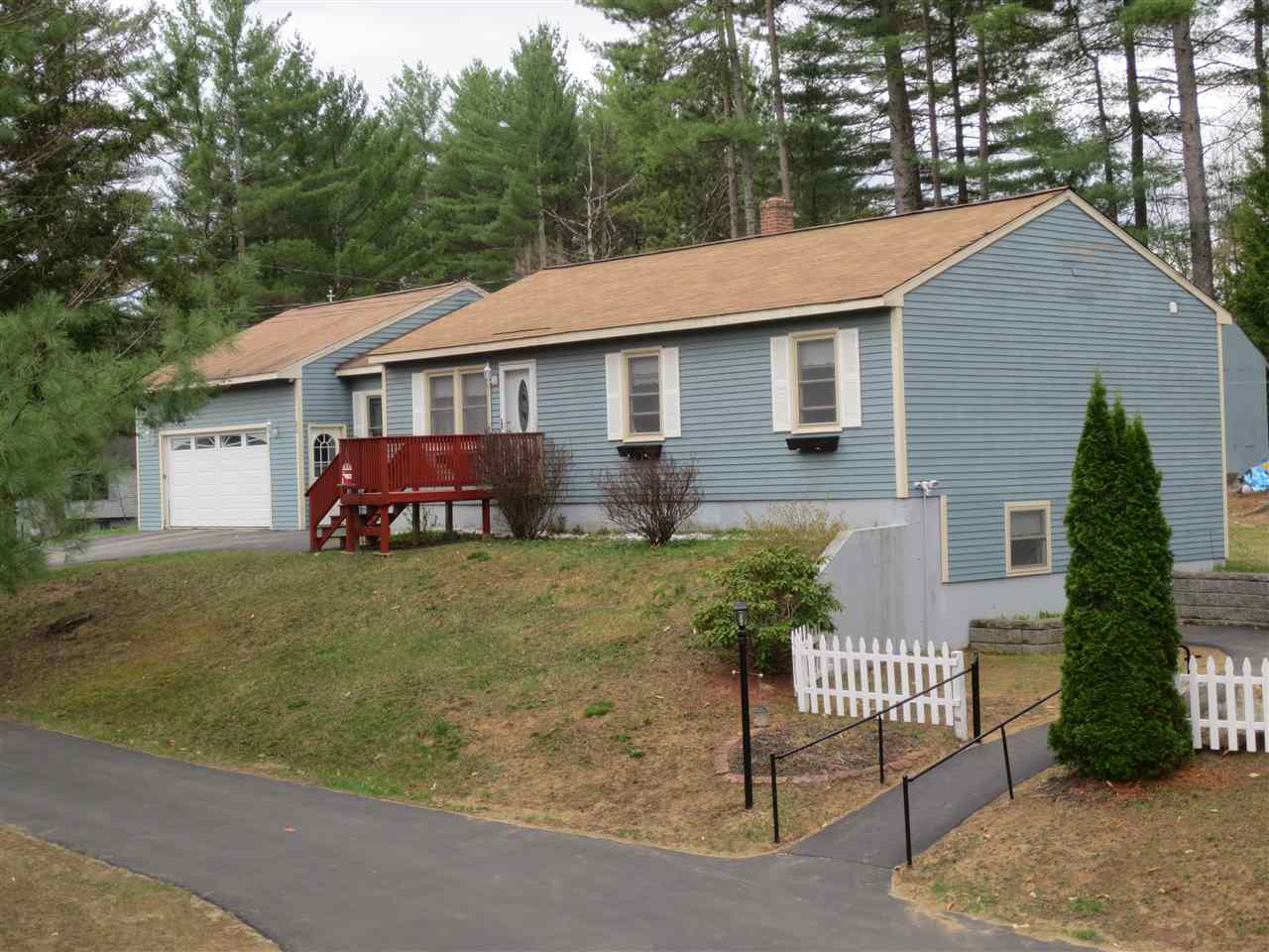 NEW HAMPTON NH  Home for sale $289,000