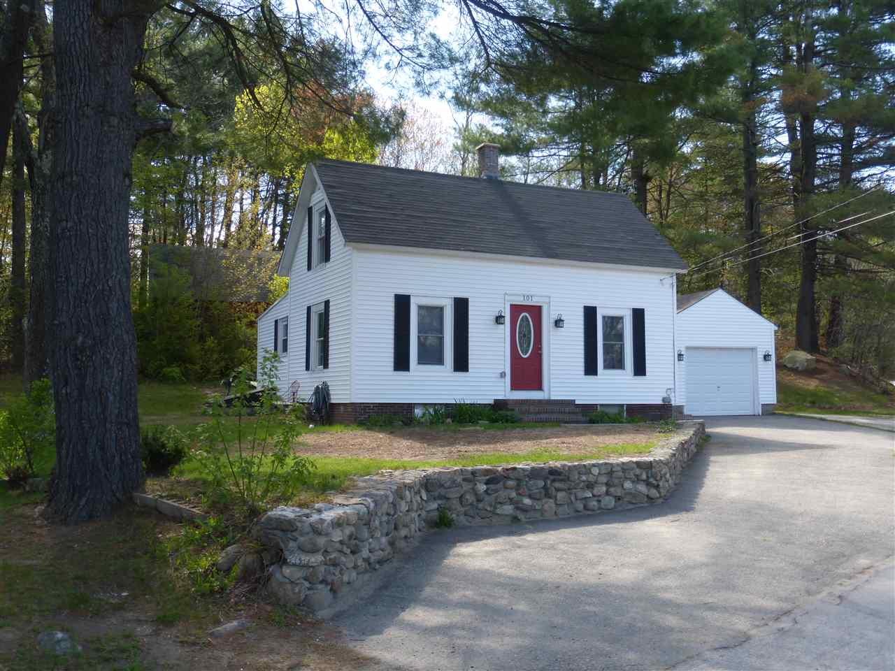 Allenstown NH Home for sale $List Price is $184,900