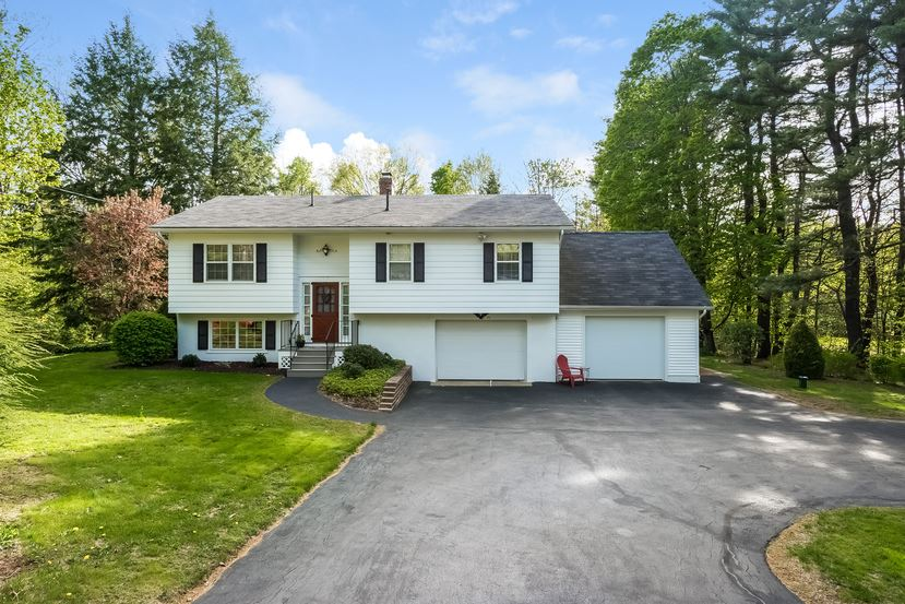 Belmont NH Home for sale $$224,900 $193 per sq.ft.