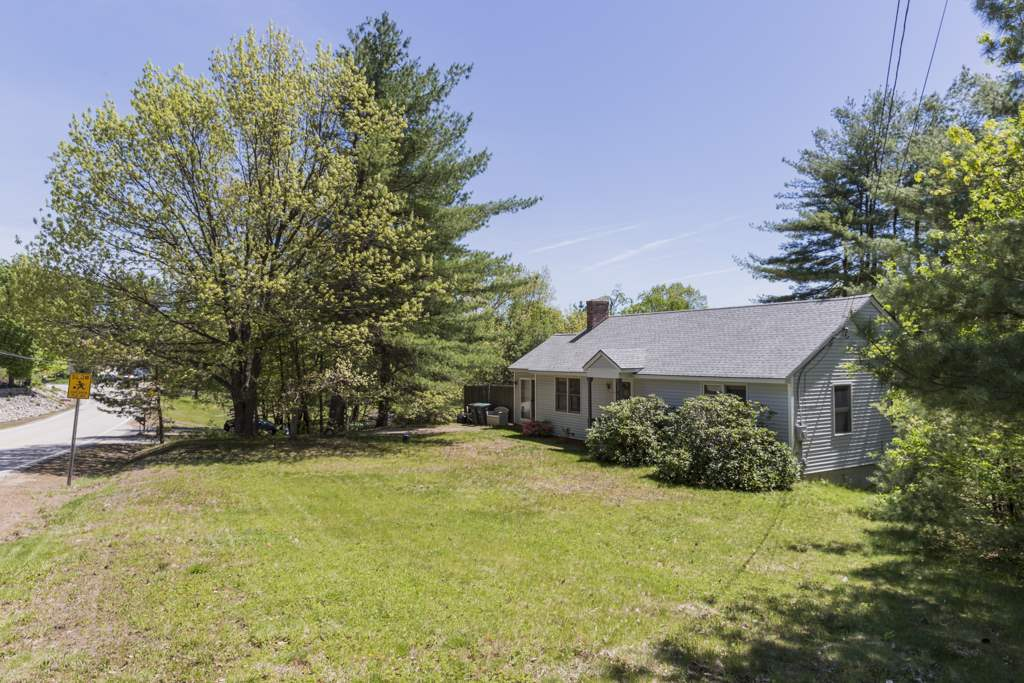 Hooksett NH Home for sale $List Price is $204,900