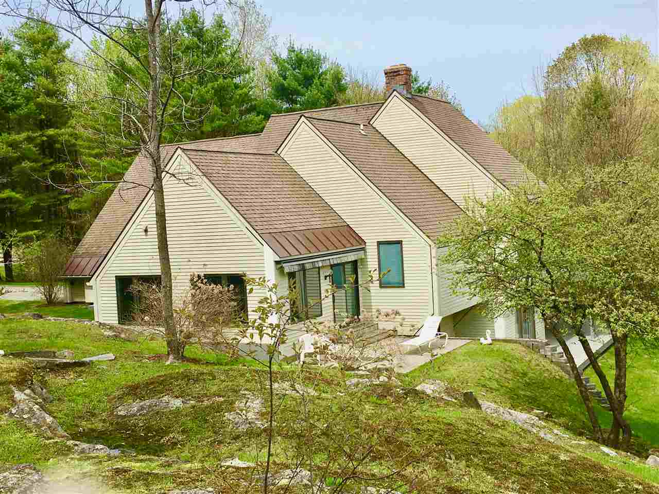 VILLAGE OF QUECHEE IN TOWN OF HARTFORD VT Home for sale $$549,000 | $195 per sq.ft.