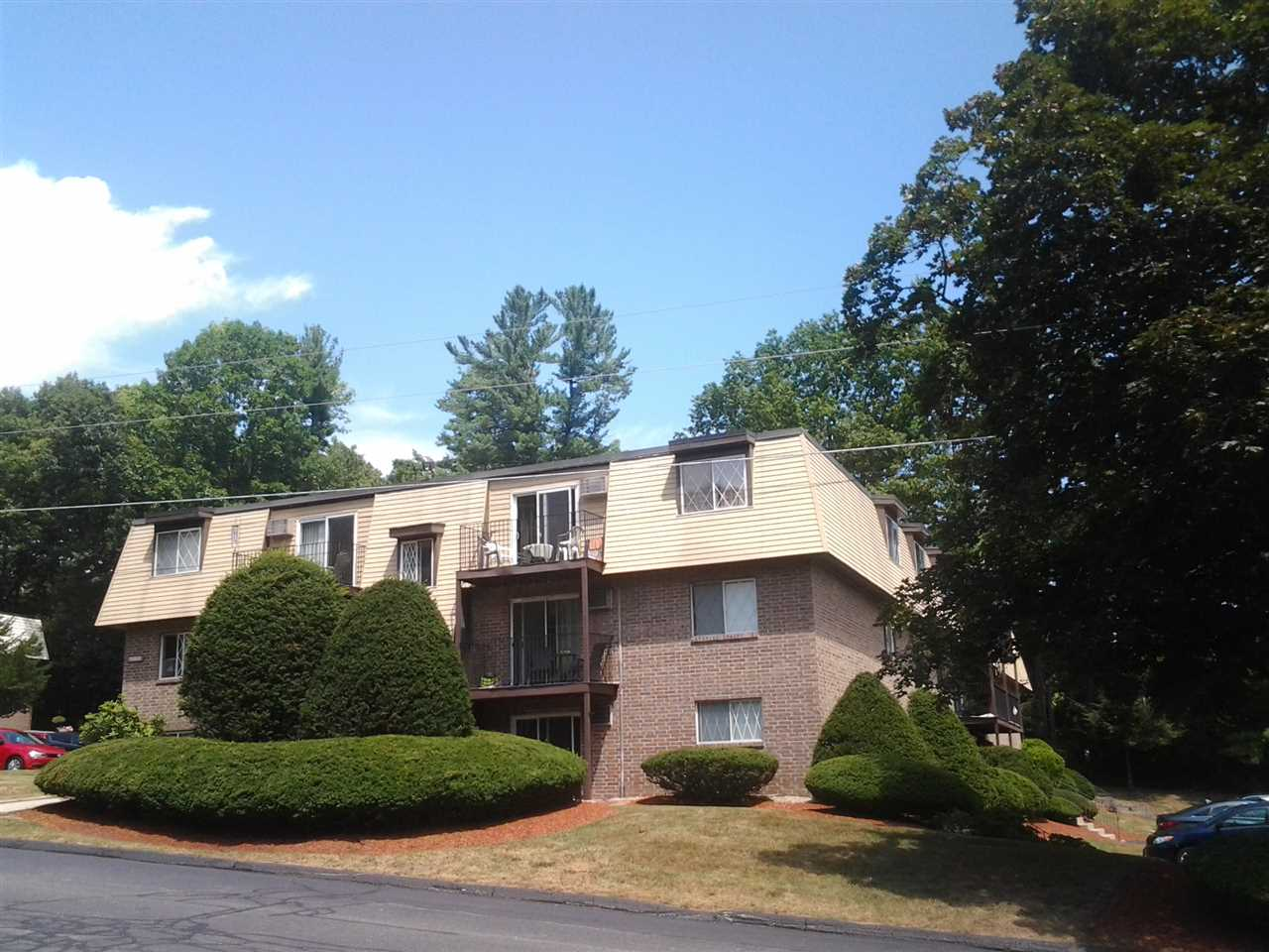 DERRY NHCondo for rent $Condo For Lease: $900 with Lease Term