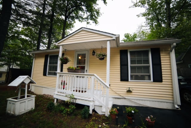 Raymond NH Home for sale $List Price is $185,000