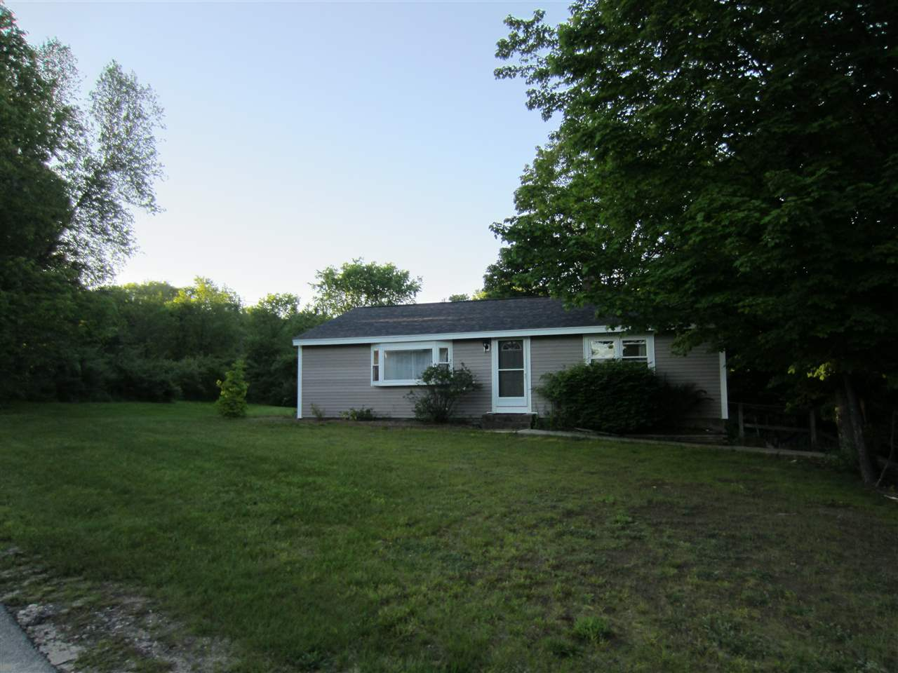 Mont Vernon NHHome for sale $List Price is $225,000