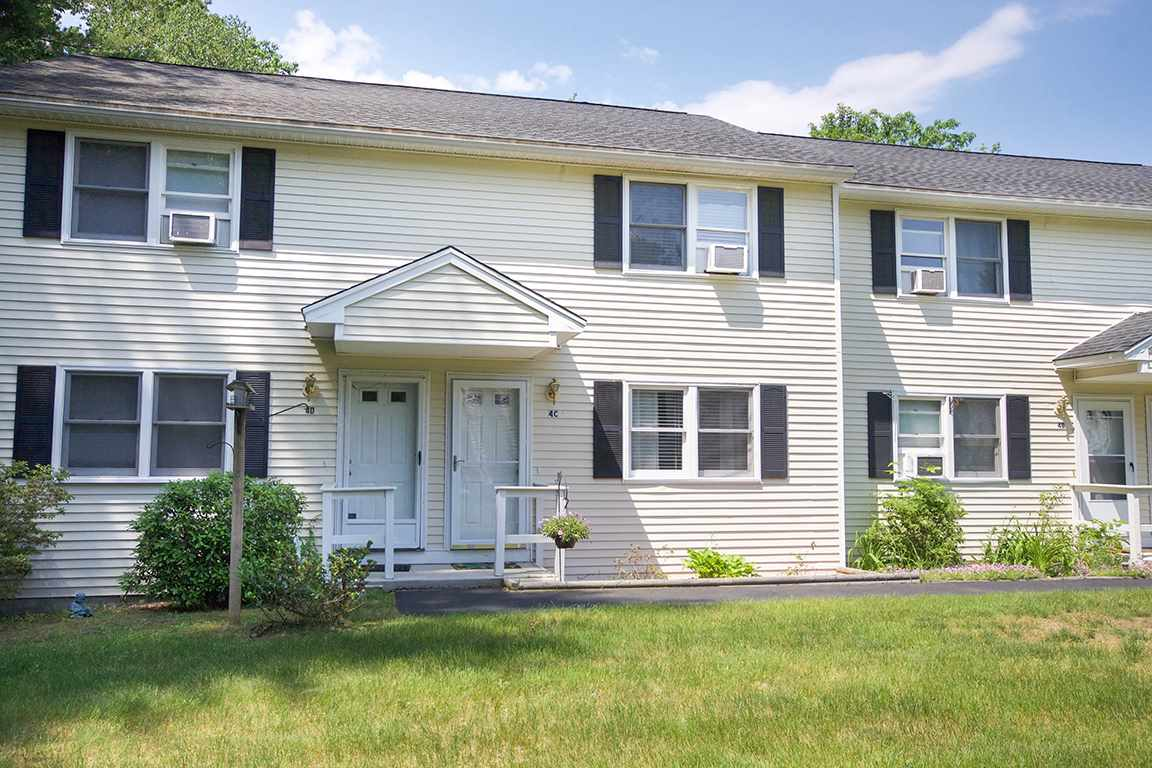 Sandown NH Condo for sale $List Price is $159,900