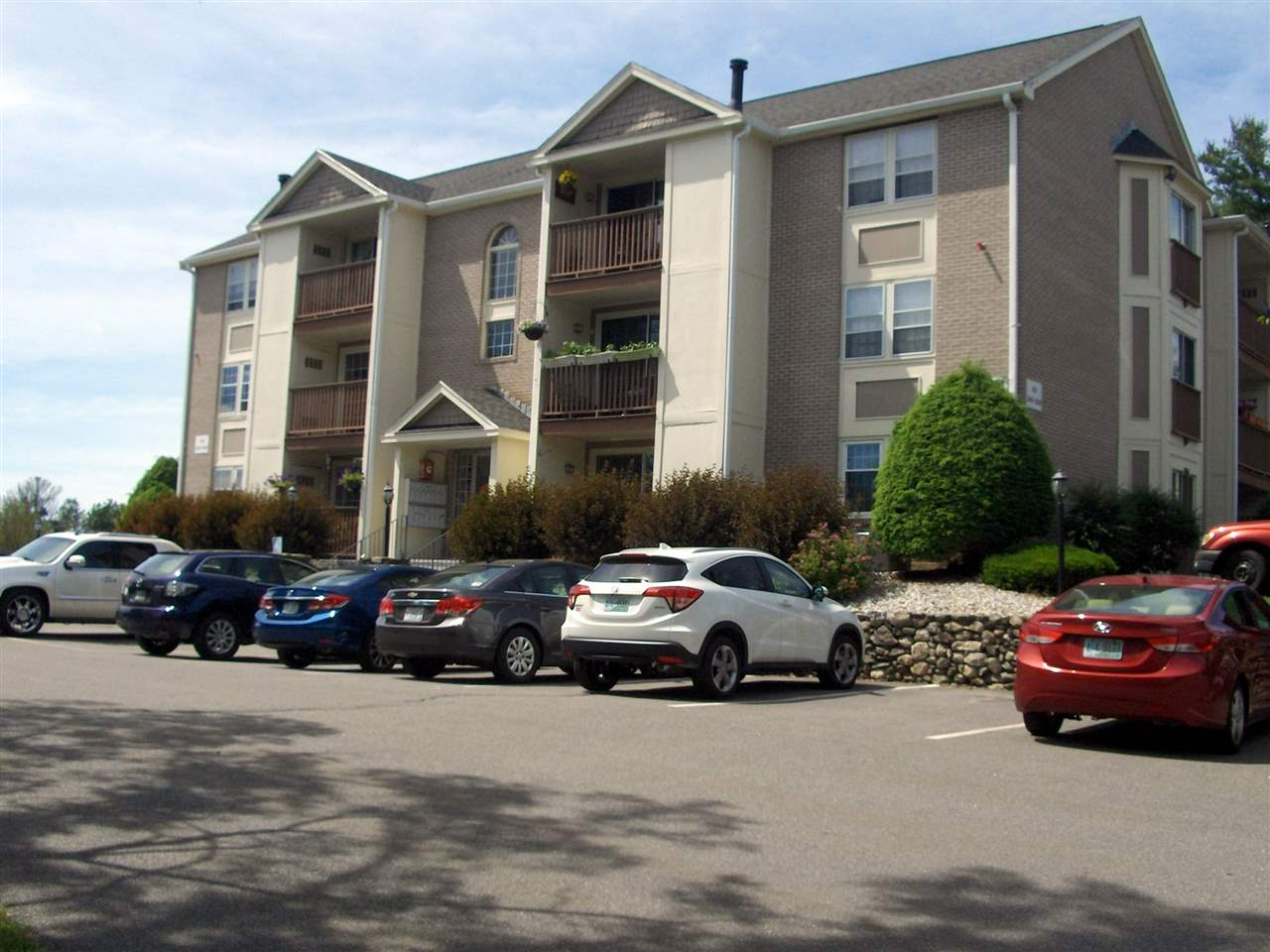 Nashua NH Condo for sale $List Price is $154,900
