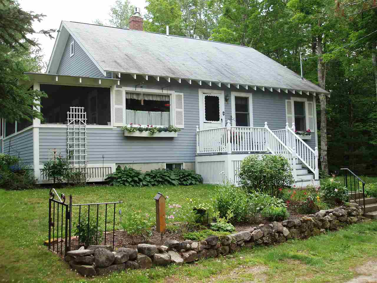 Bridgewater NH Home for sale $$189,900 $211 per sq.ft.