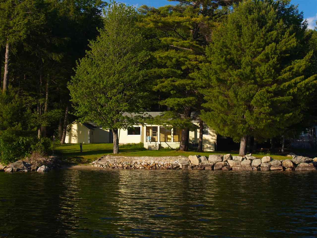 NEW LONDON NH Lake House for sale $$895,000 | $1,008 per sq.ft.