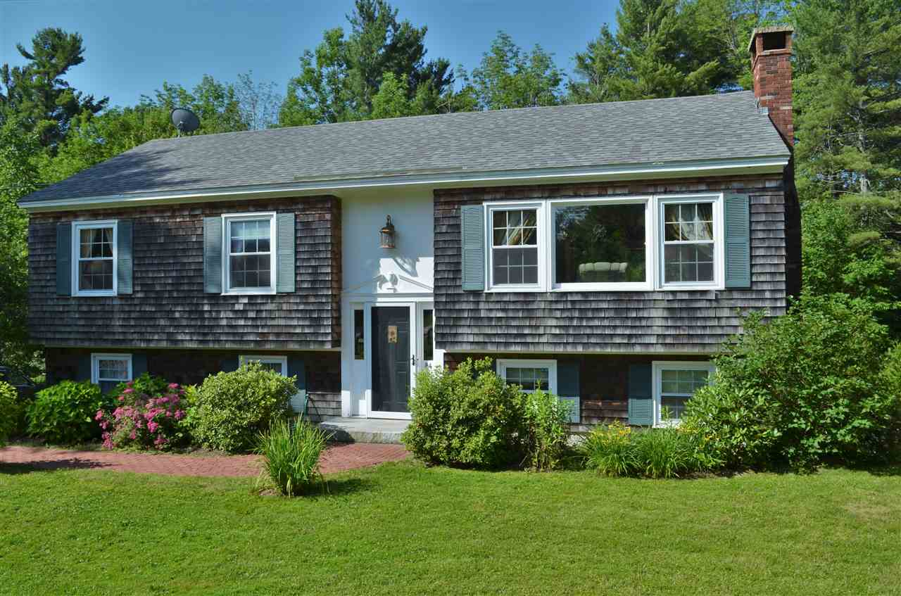 NEW LONDON NH Home for sale $$289,000 | $235 per sq.ft.