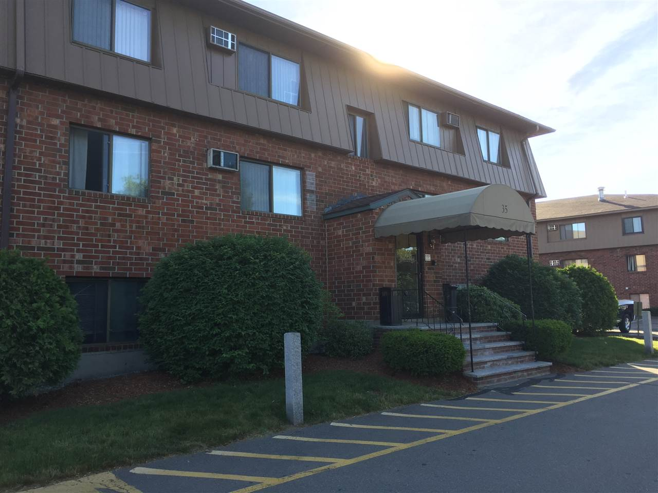 MANCHESTER NHCondo for rent $Condo For Lease: $875 with Lease Term