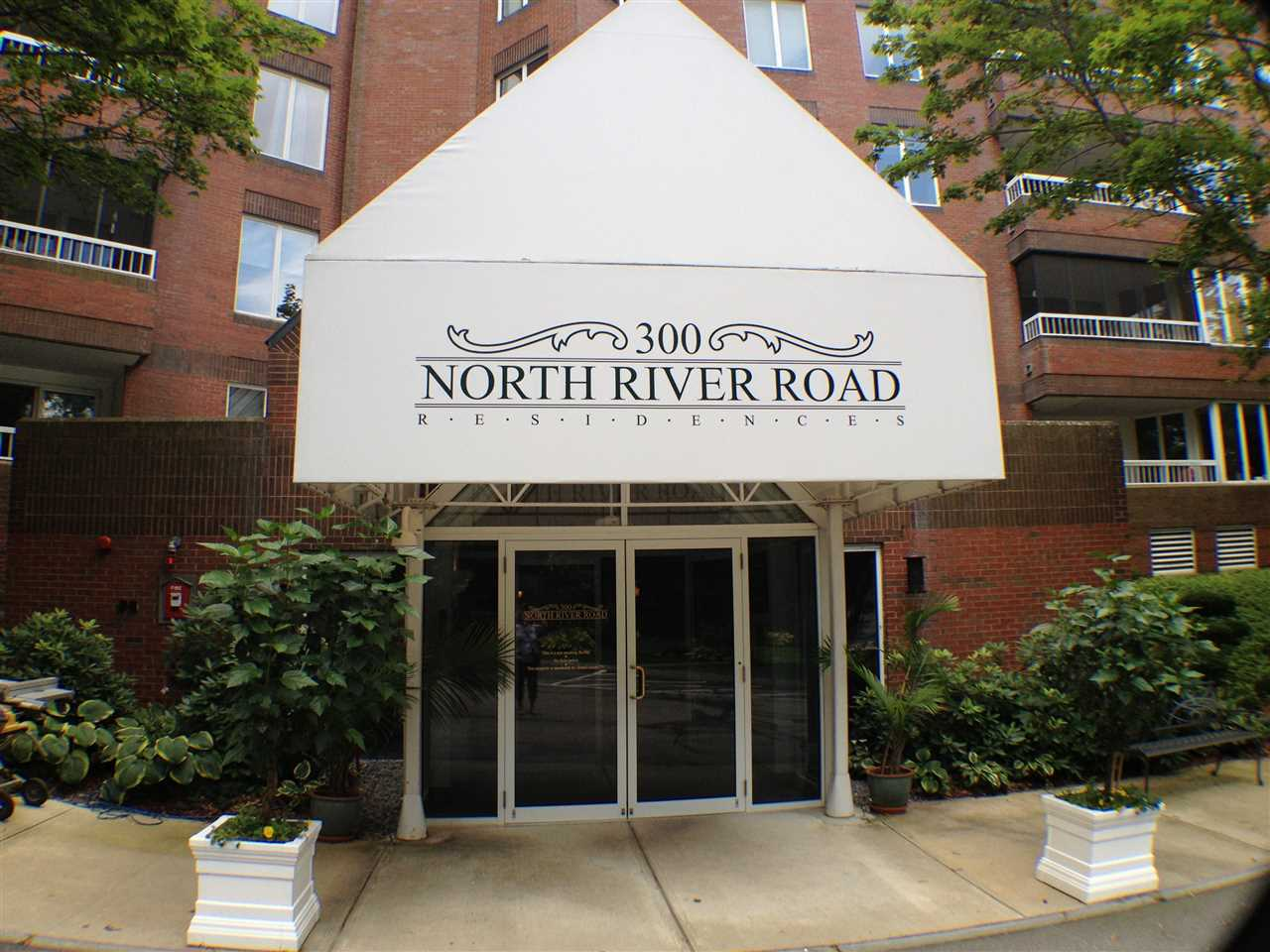 300 River Road 306, Manchester, NH 03104