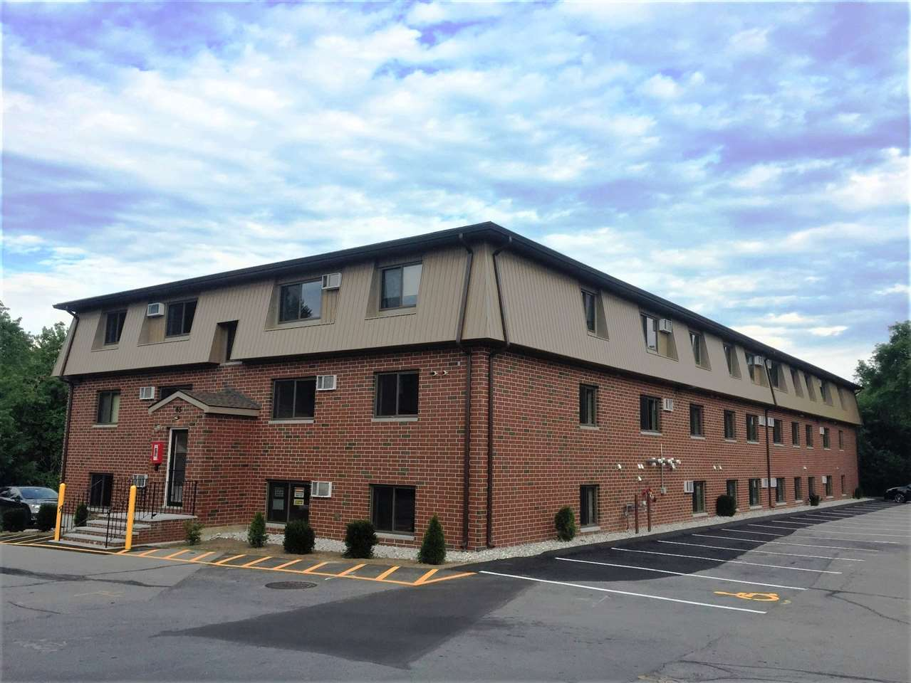 MANCHESTER NHCondo for rent $Condo For Lease: $1,050 with Lease Term