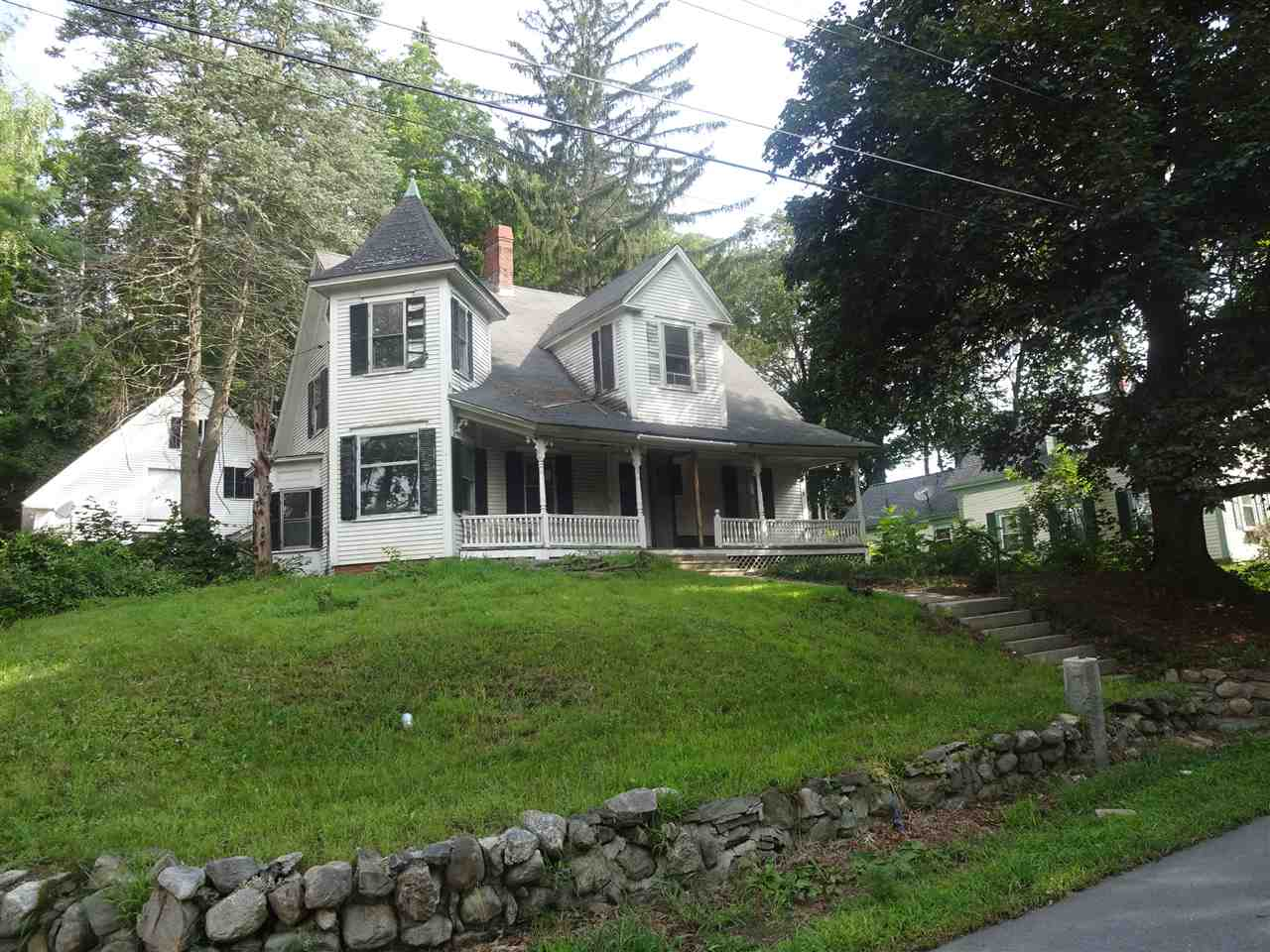 Derry NH Home for sale $List Price is $152,900