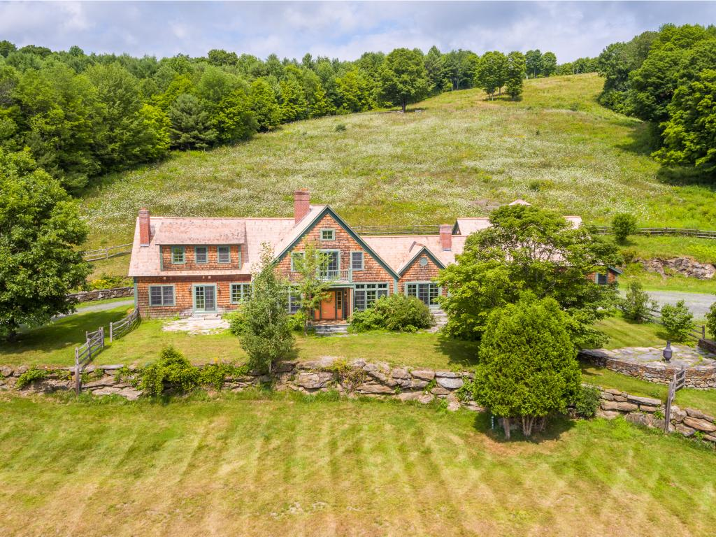 WOODSTOCK VT Lake House for sale $$2,650,000 | $408 per sq.ft.