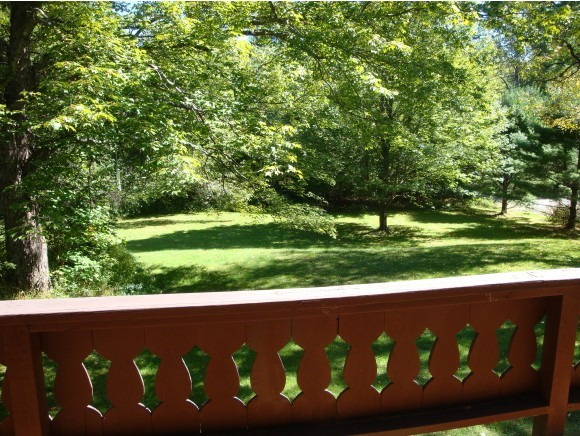 Well Maintained Vacation Getaway. This chalet...