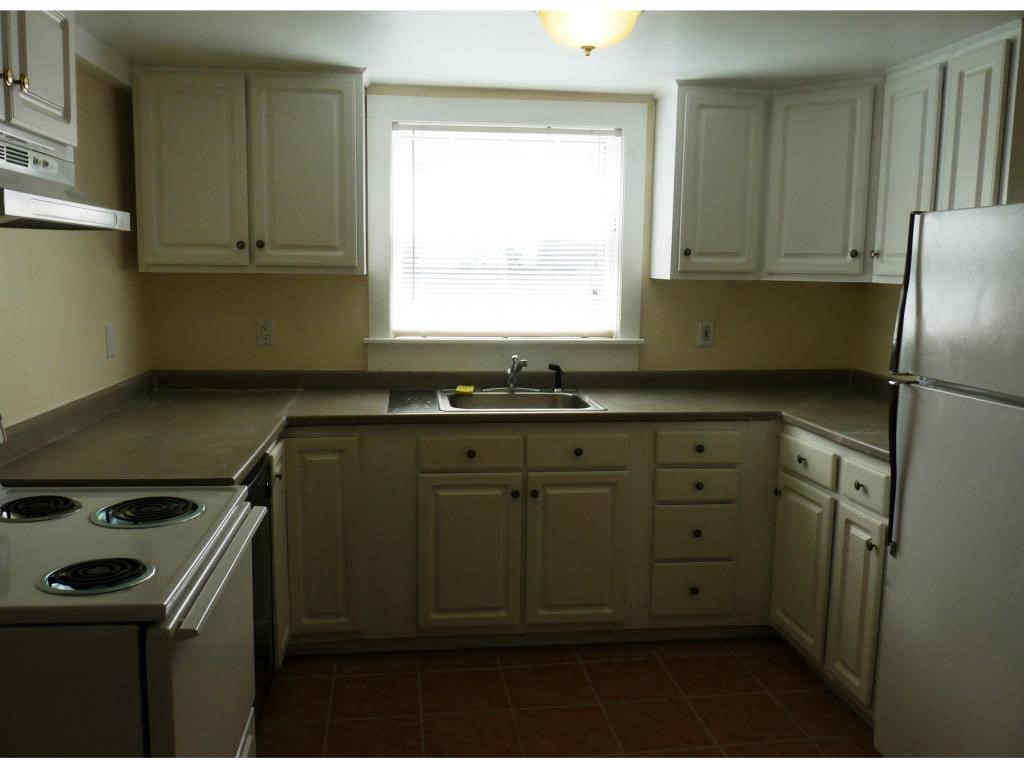 DERRY NH Apartment for rent $Apartment For Lease: $975 with Lease Term