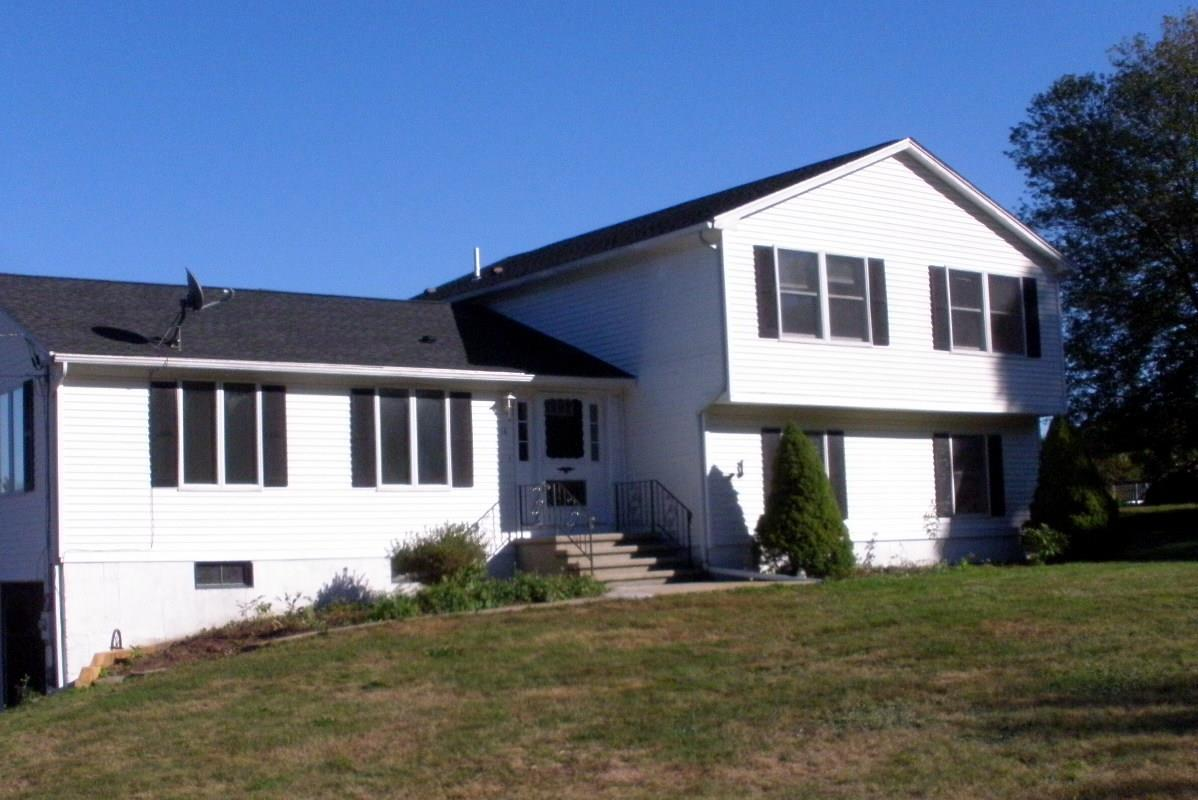 LONDONDERRY NHSingle Family for rent $Single Family For Lease: $2,100 with Lease Term