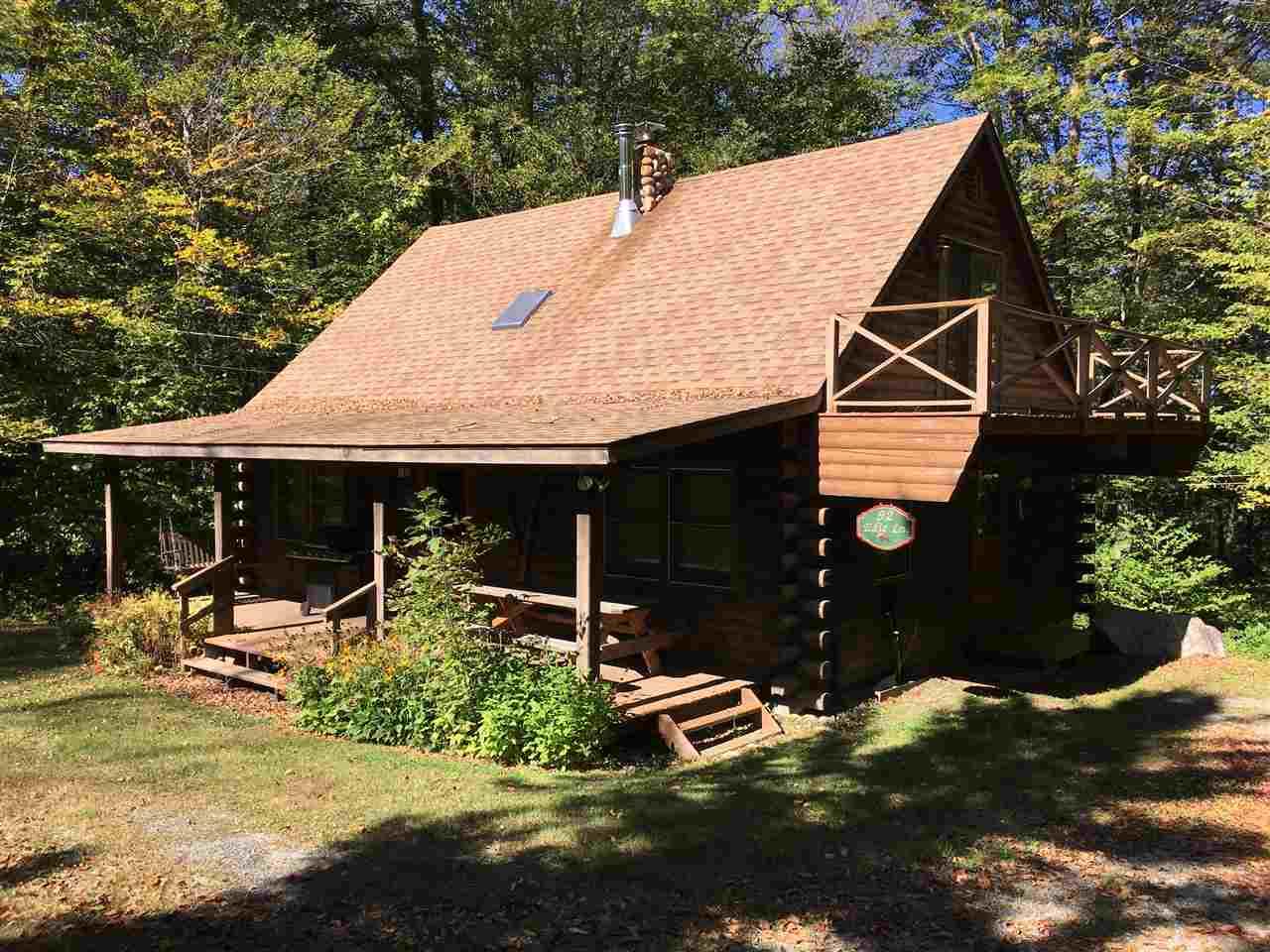 Cozy log cabin located close to Stratton Mountain...