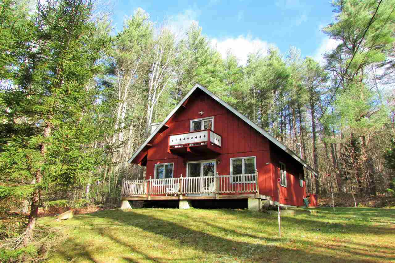 Cozy chalet privately located on Cul-de-Sac in...