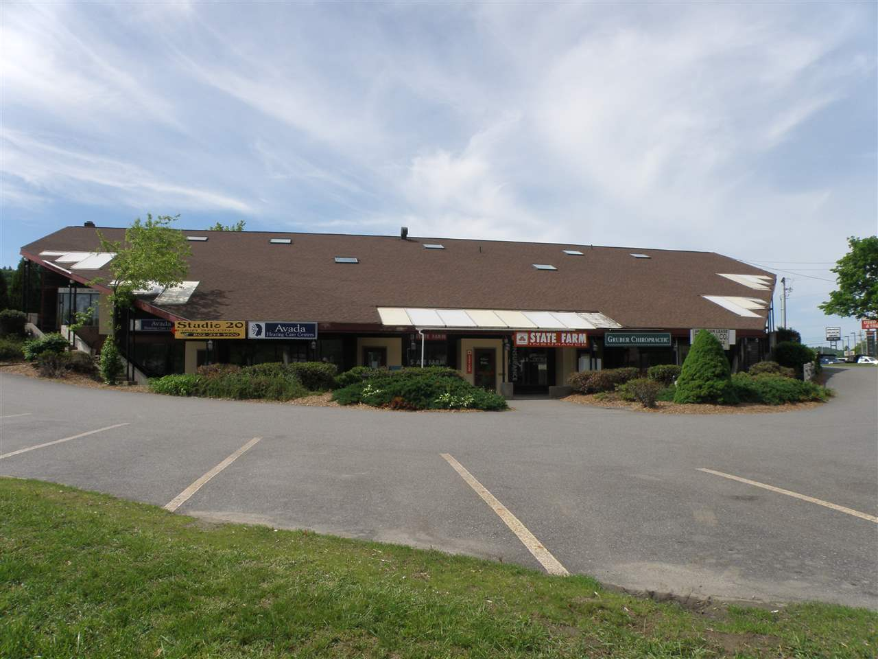 Prime commercial location with great visibility...