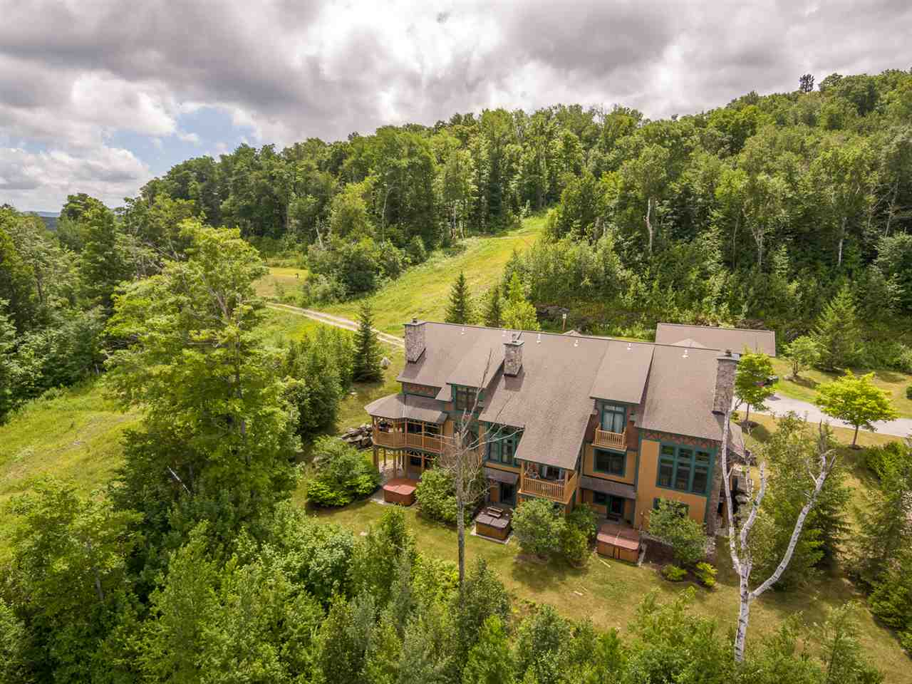 Exceptional Adirondack style town home with easy...