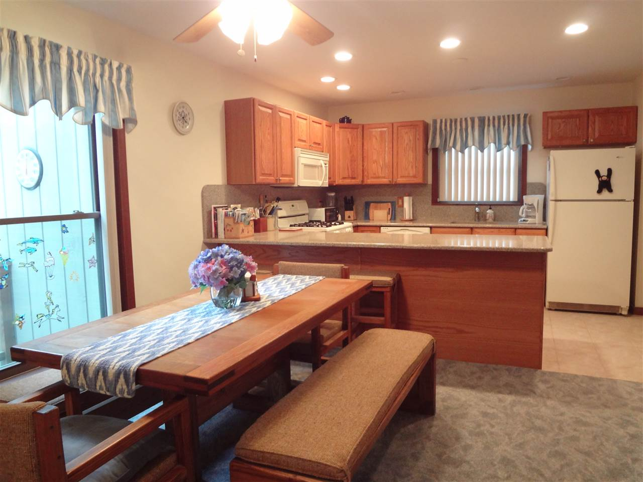 Unique TURNKEY 4 bedrm/4bthrm townhome 1 mile...