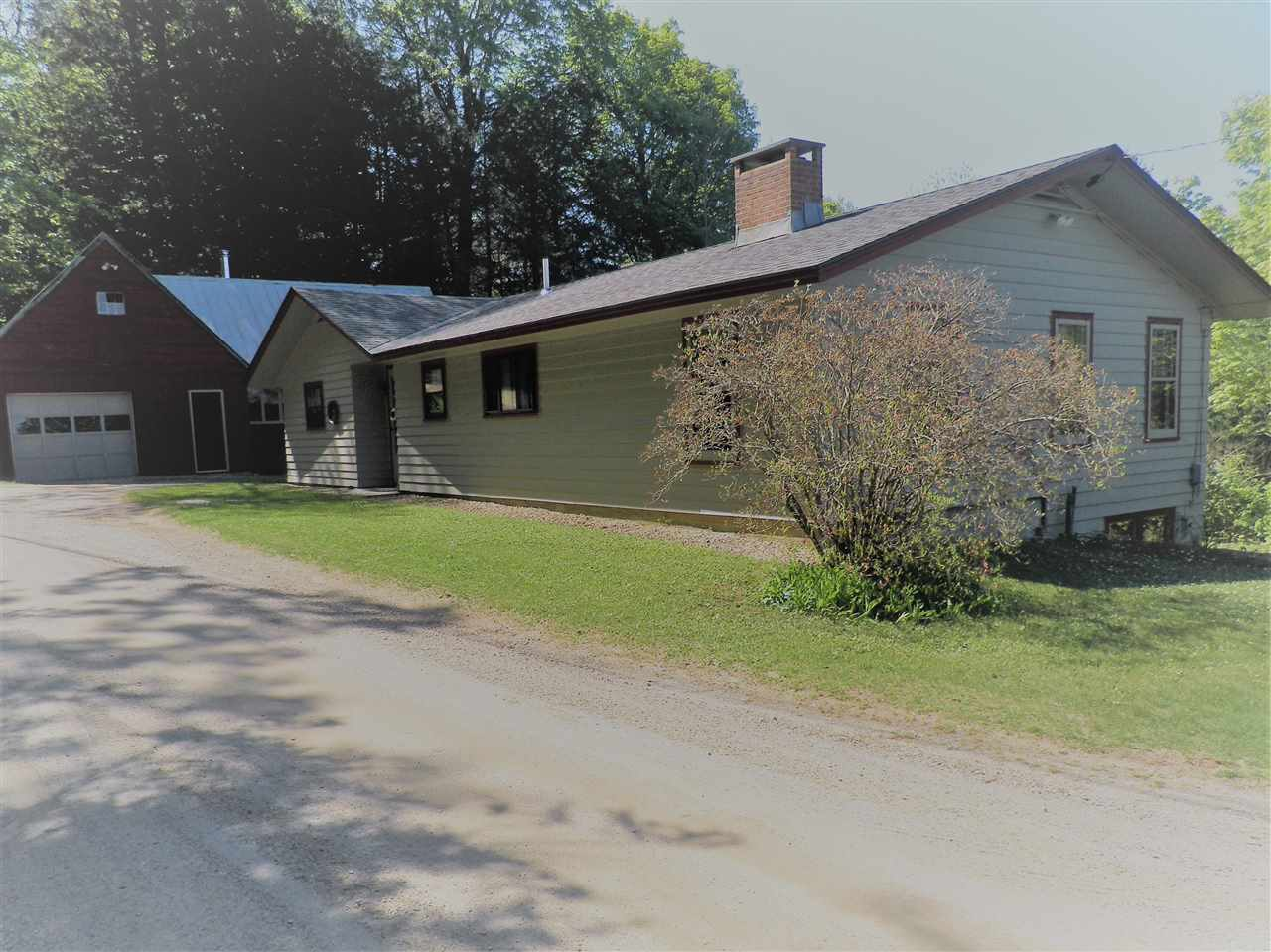 This is a well-maintained cozy Ranch-style family...