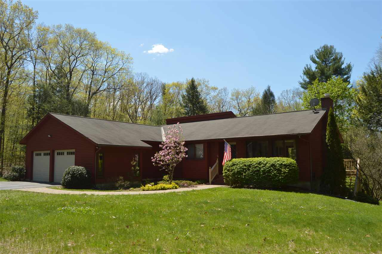 This meticulously well maintained modern home has...