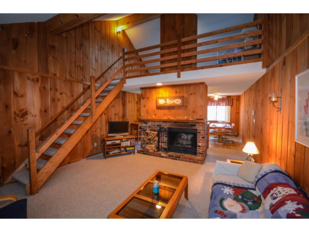 Charming Dover Green unit jut south of Mount Snow...