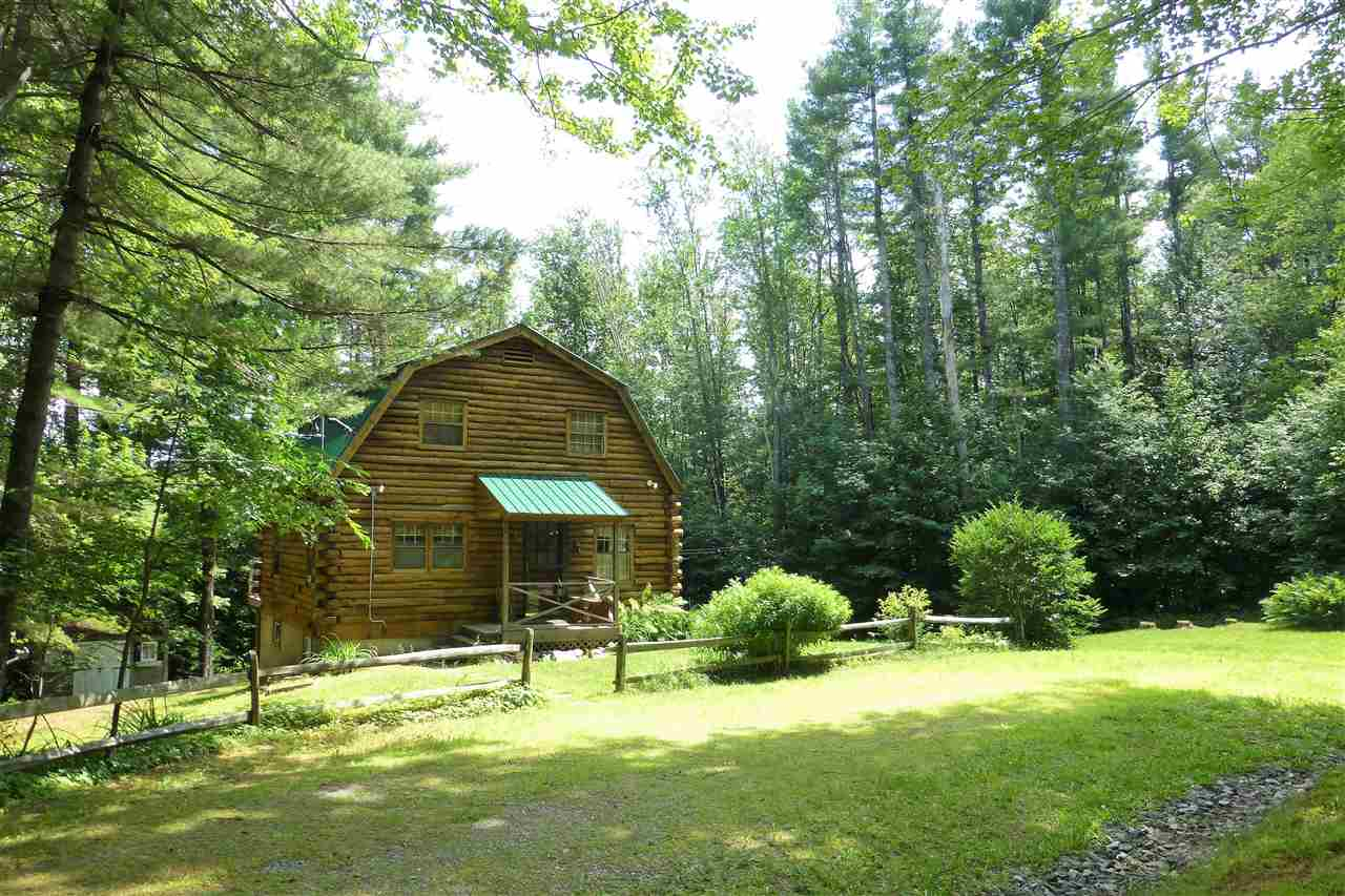 Adorable cabin offers pleasing floor plan for...