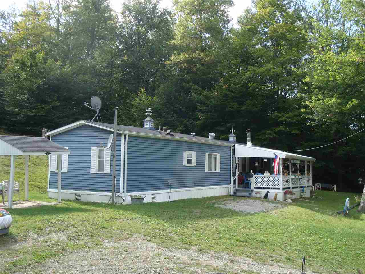 Cute 2 bedroom manufactured home on 10 acres of...