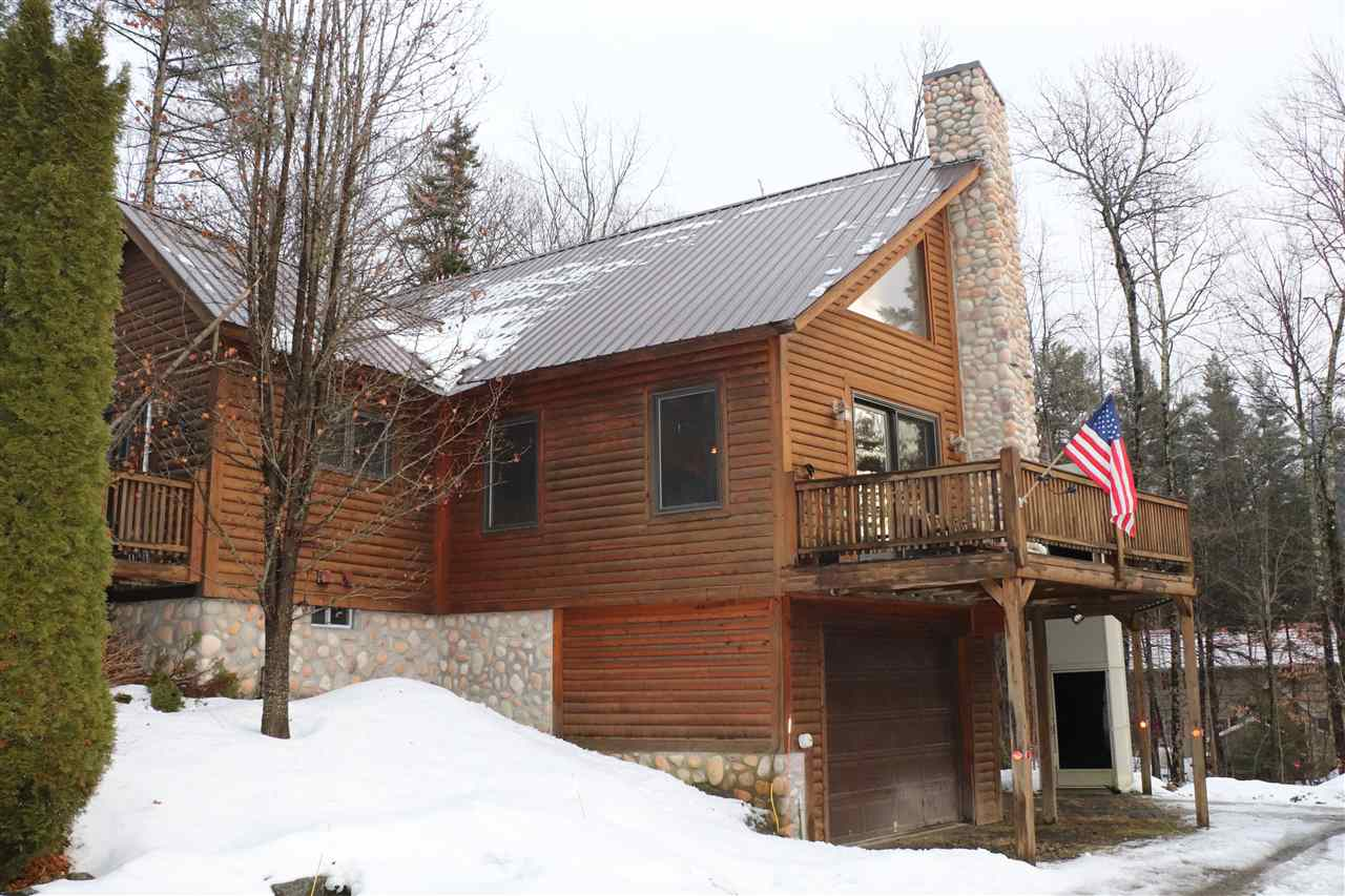 Great Country Home! Three level log sided post...