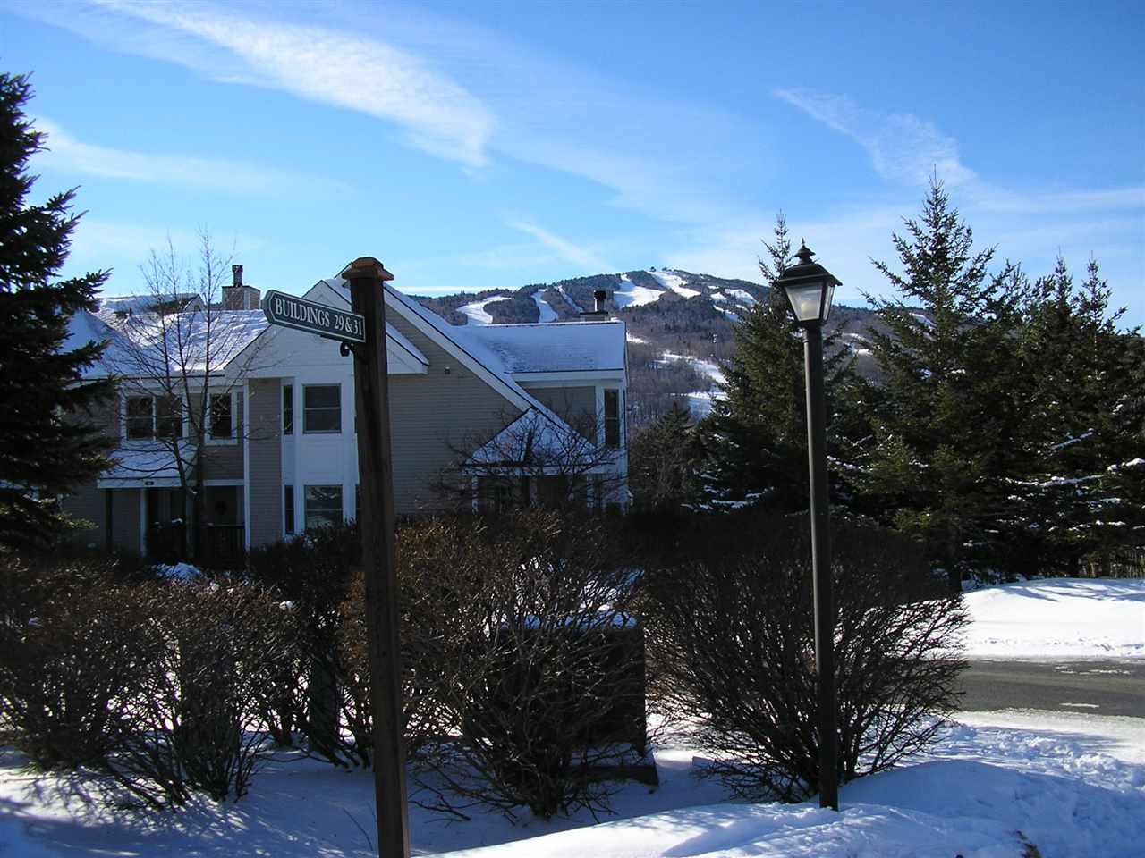 Beautiful Greensprings (newer) town home with...
