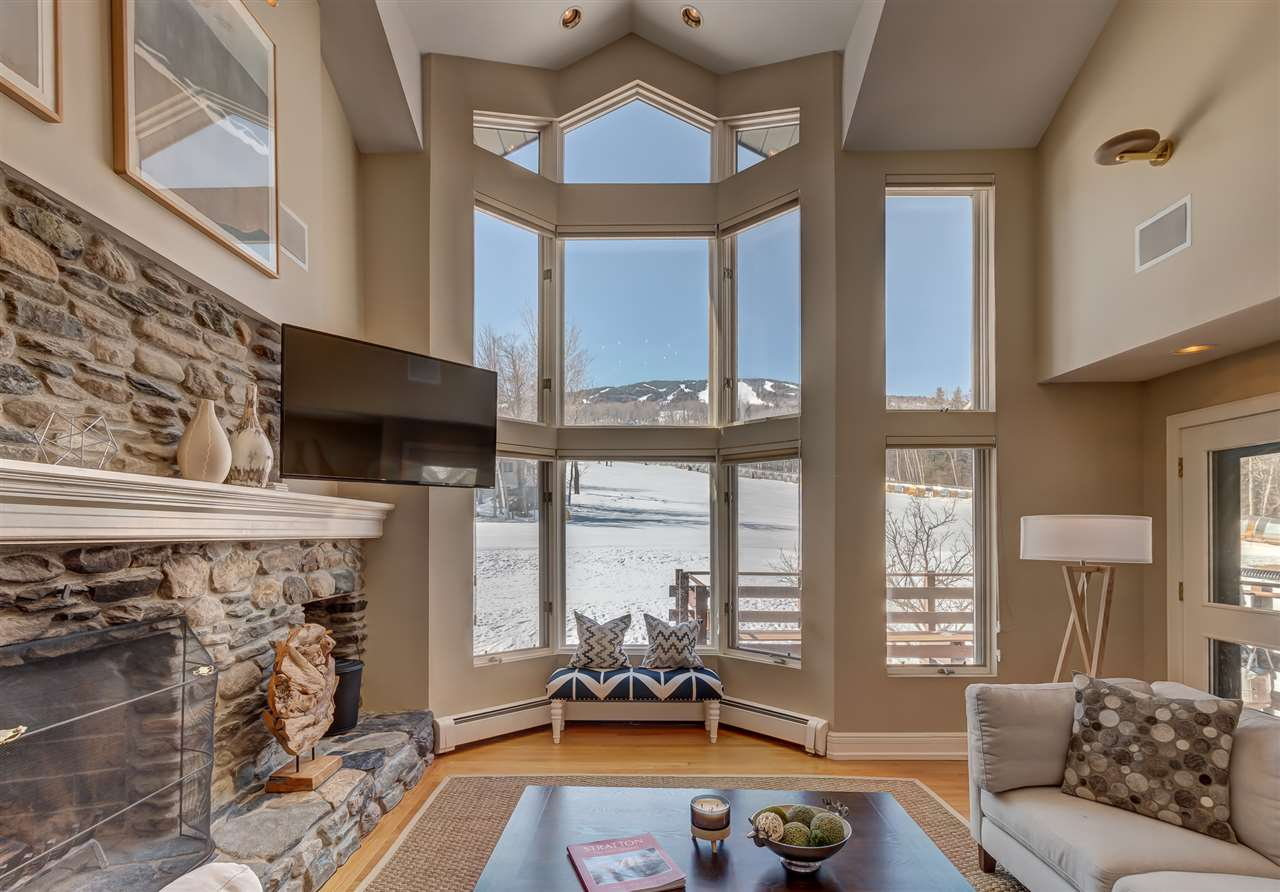 This unique and desirable Mountain Reach townhome...