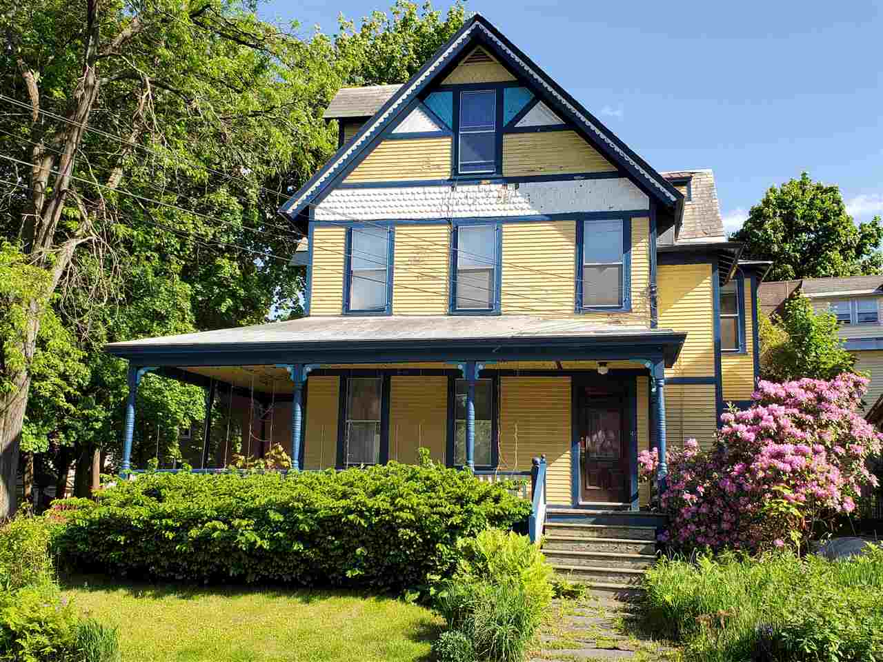 Victorian gem located on desirable Chapin Street...