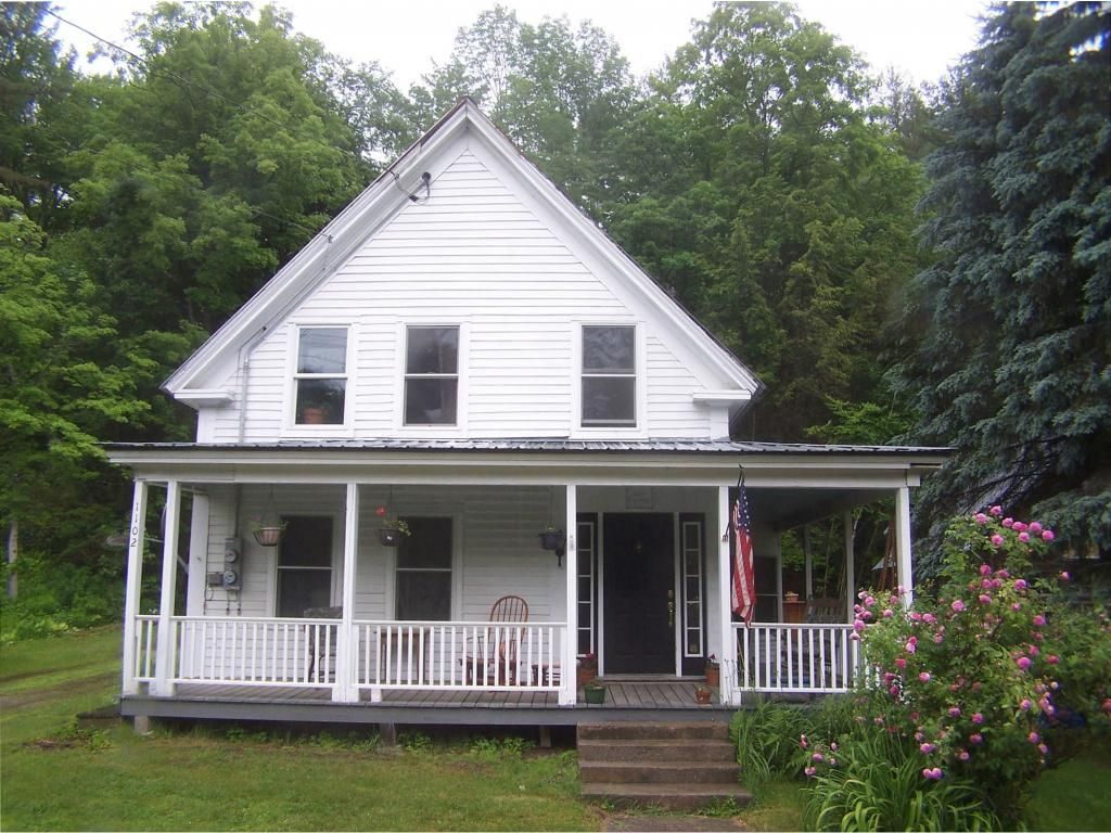 Great 1880's farmhouse w/modern amenities and...