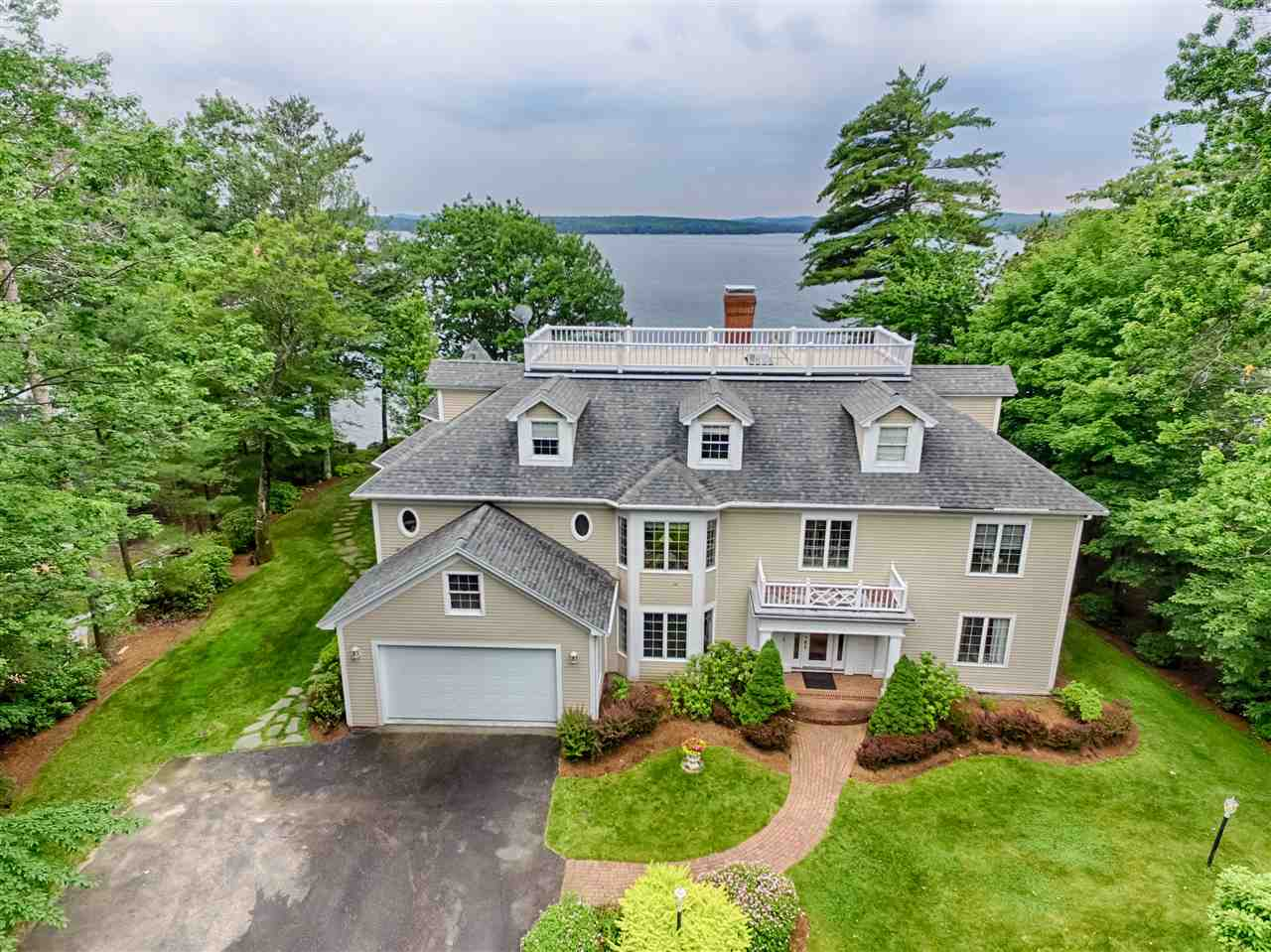 MOULTONBOROUGH NH Lake House for sale $$1,975,000 | $363 per sq.ft.