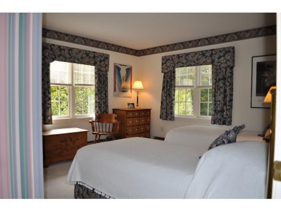 Guest Bedroom 7047233