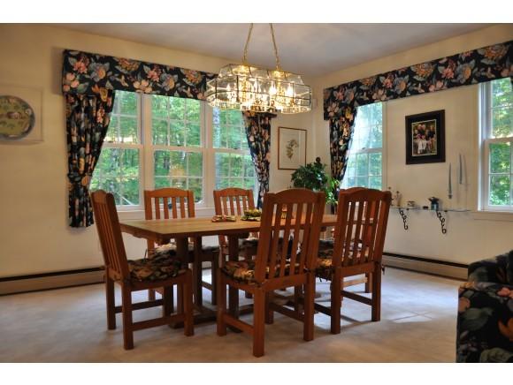 Bright Dining Room 7047220
