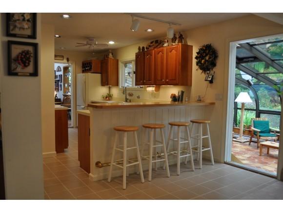 Kitchen Access to Sunroom 7047223