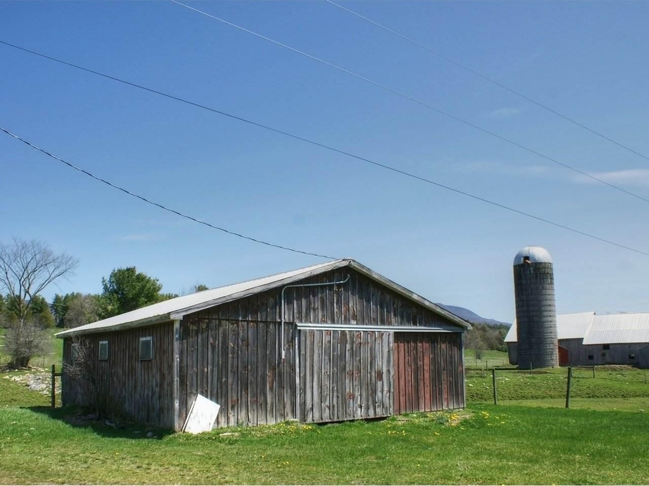 Small barn w/ stalls 10146226