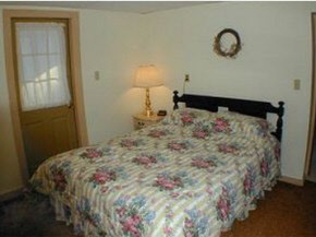 lower unit bedroom 8950783