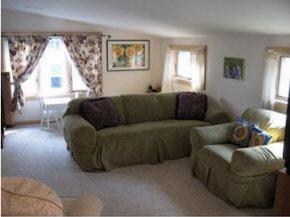 upper unit living room 8950784